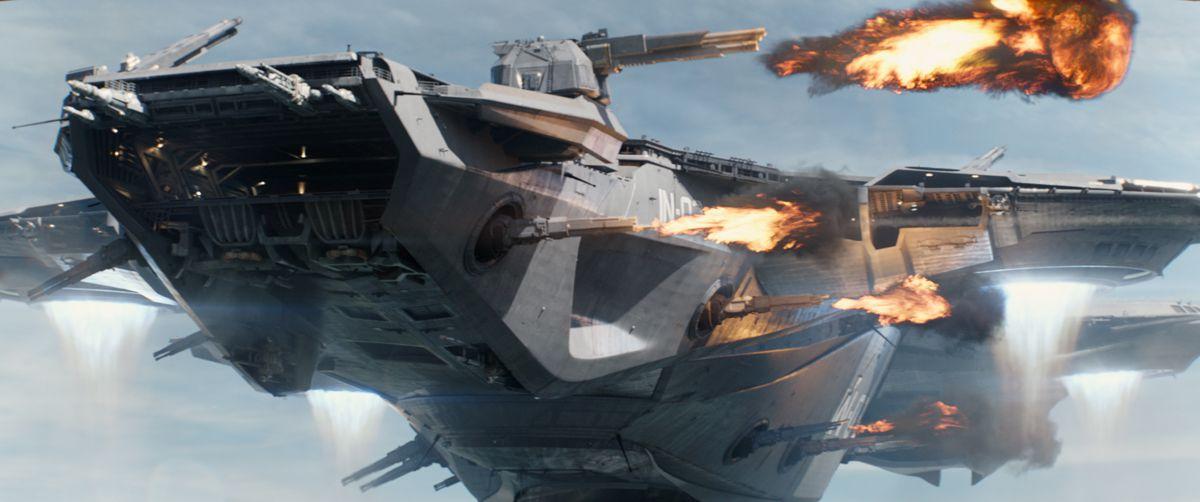 其中包括美国队长,猎鹰和神盾局quinjet飞机的空中大战.