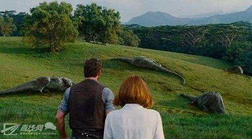 《侏罗纪世界》终极预告:小黄帽大战人造变异恐龙,更多细节以及场景爆出。