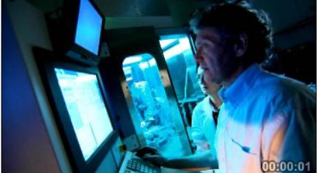 [视频素材] 医疗科技大型仪器设备 国外医学专家科学研究 高清实拍