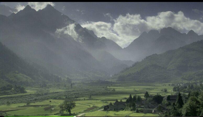 云层流动山川美景高清实拍视频素材