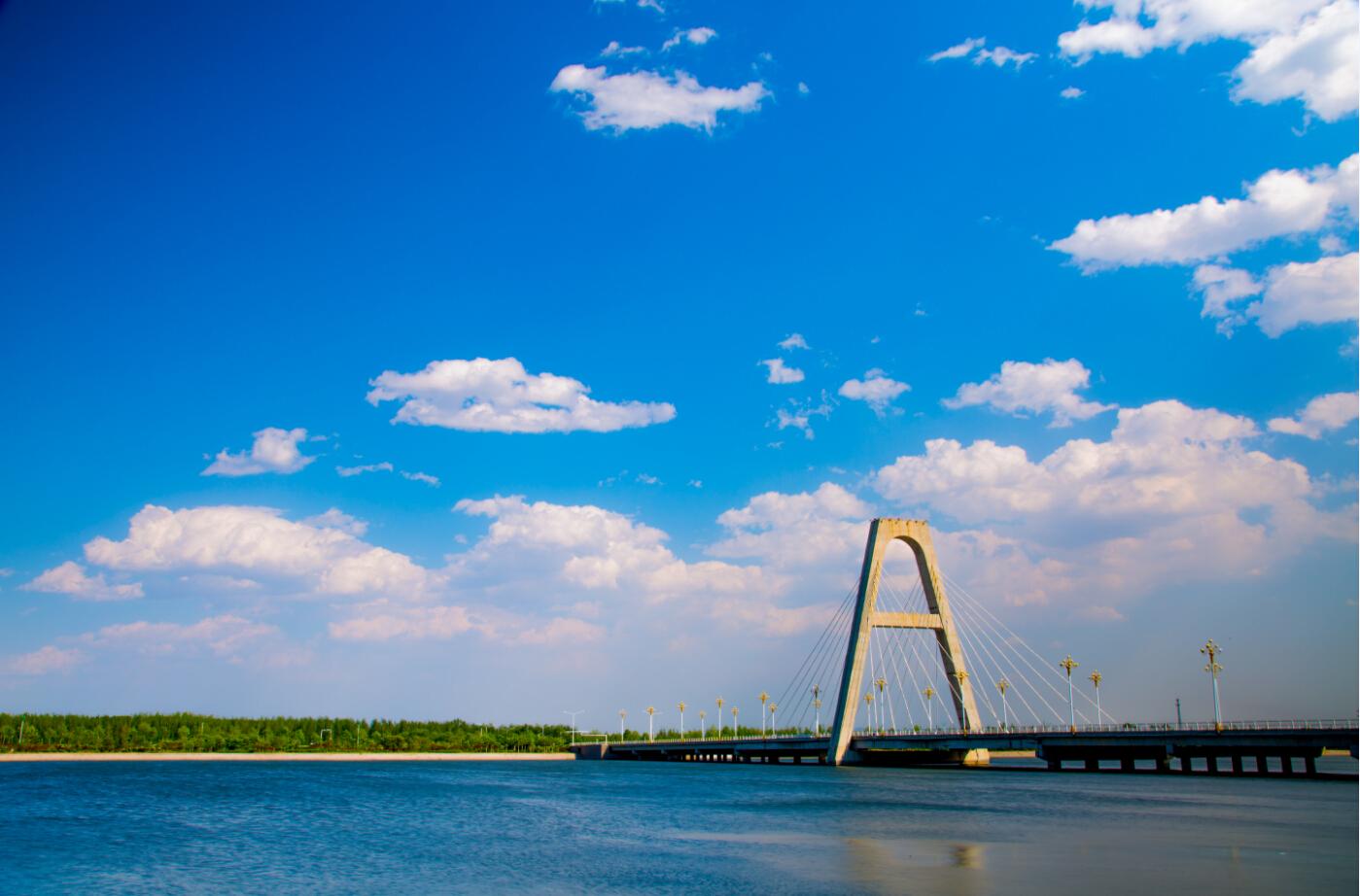 [视频素材] 斜拉桥延时,蓝天白云延时